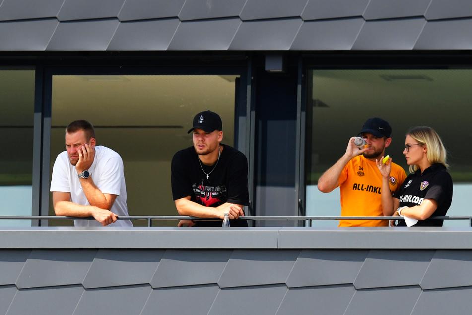Von links: Neben Mai (27) müssen auch Kevin Ehlers (20) und Justin Löwe (22, mit Teammanagerin Marie Jenhardt, 31) das Pokalspiel als Zuschauer verfolgen.