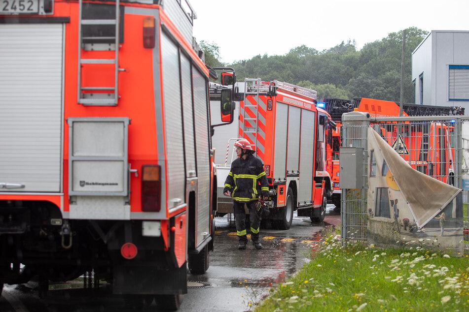 Undichter Tank: Feuerwehreinsatz uf dem Gelände des Köstner Stahlzentrums im Gewerbegebiet am Leuchtsmühlenweg.