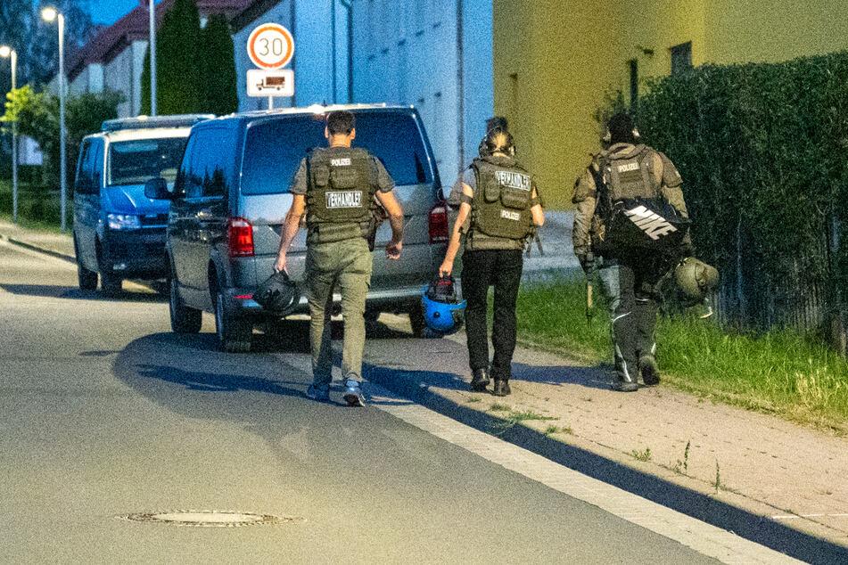Neben der Polizei waren auch Spezialisten des Landeskriminalamts (LKA) und das Spezialeinsatzkommando (SEK) im Einsatz beteiligt.