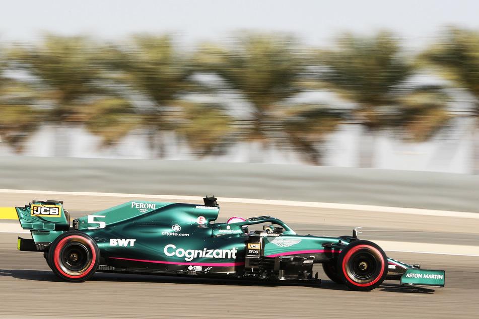 Sebastian Vettel (33), hier beim 3. Freien Training, fuhr in Esteban Ocons (24) Wagen und erhielt dafür eine satte Zeitstrafe.