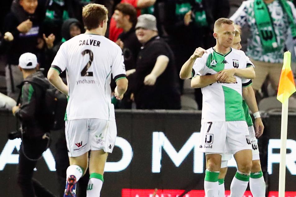 7-Tore-Spektakel vor 7190 Fans: Ex-Bundesliga-Profi wird mit Doppelpack zum Derby-Matchwinner!