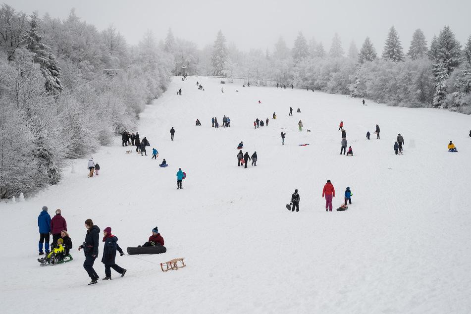Schneeparadies Winterberg trotz Warnung total überlaufen!