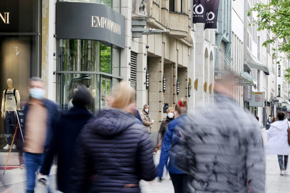 """Auf der Nobel-Einkaufsstraße """"Kö"""" in Düsseldorf gab es vor Kurzem mehrere Raubüberfälle."""