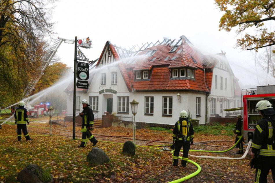 Das Gasthaus in Aukrug wurde bei dem Brand schwer beschädigt.