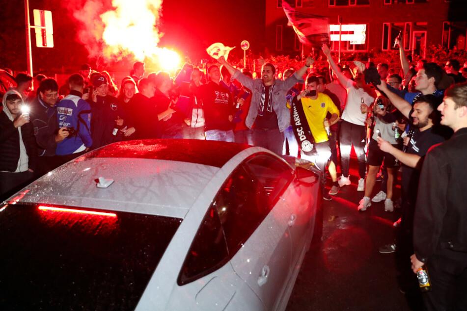 Die Bielefelder Fans feierten eine spontane Aufstiegsparty.