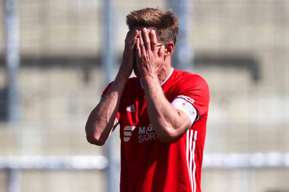Bayern-II-Kapitän Nicolas Feldhahn (34) droht mit den Münchnern nach der Meisterschaft in der Vorsaison aus der 3. Liga abzusteigen.