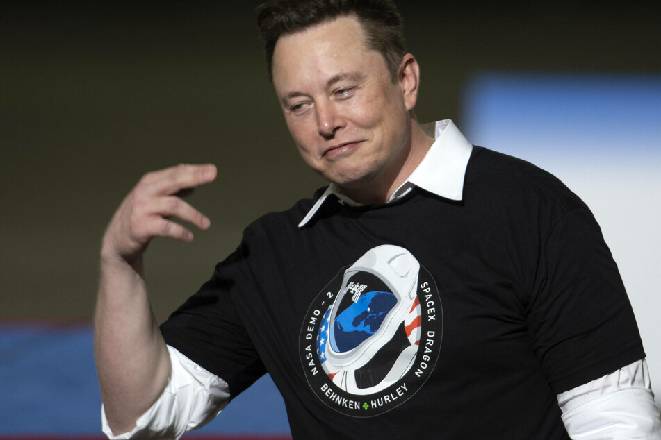 Was Elon Musk's Twitter account hacked on Sunday?