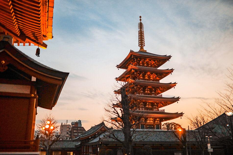 Blick auf eine japanischen Tempelanlage in Tokio.