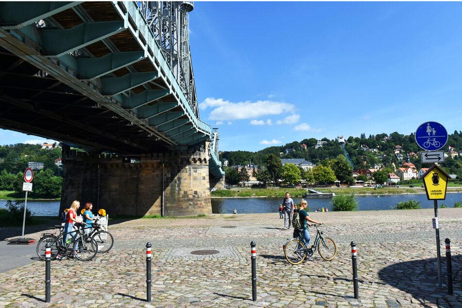 Dresden: Neue Park-Ordnung am Blauen Wunder: Für Autofahrer wird's hier bald richtig eng