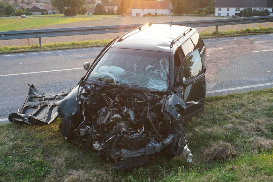 Auch der VW wurde bei dem Unfall schwer beschädigt.