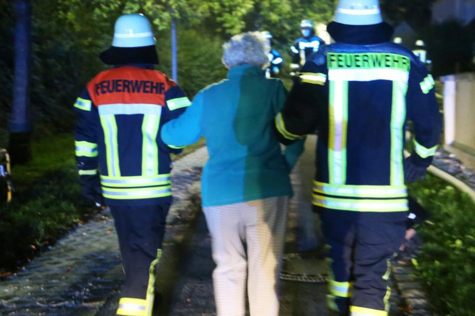 Mehrere Verletzte bei Brand in Seniorenheim: Feuerwehren im Großeinsatz