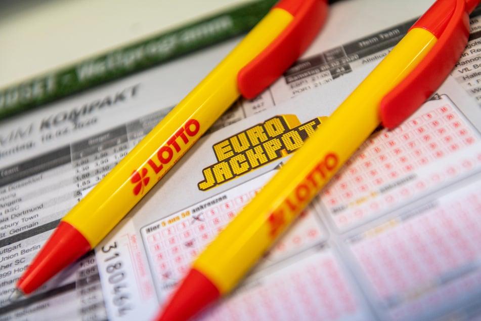 Glückspilz räumt beim Eurojackpot ab! Die Gewinnsumme ist der Wahnsinn