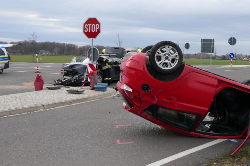 Auto überschlägt sich: Drei Verletzte bei Unfall in Brandis