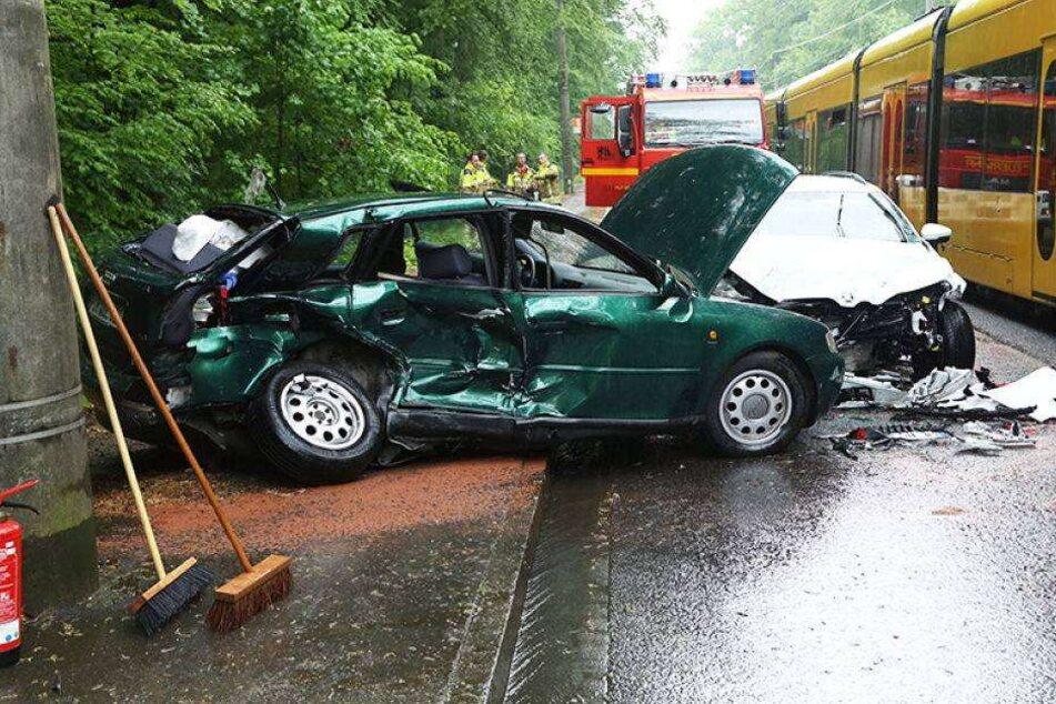 Schwerer Unfall: Fahrer musste reanimiert werden