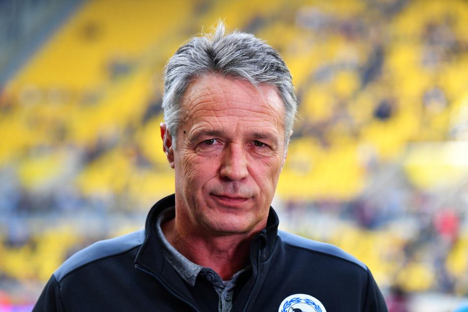 Coach Uwe Neuhaus (61) stieg mit Arminia Bielefeld in die 1. Bundesliga auf. Nun steht er laut Medienberichten auf der Kippe.