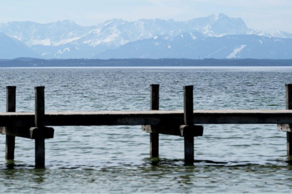 Im Starnberger See ist Ende April bei Tauchgängen eine tote Person entdeckt worden.