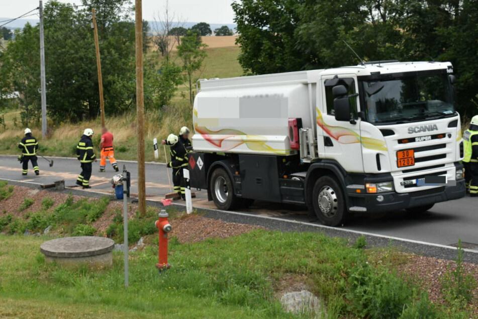 Literweise Diesel ausgelaufen: Leitung an Tanklaster defekt