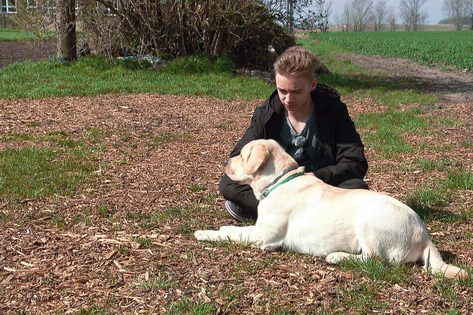 Sollte sich ein Anfall anbahnen, soll Hund Tamme den Schüler und Mitmenschen vorwarnen.