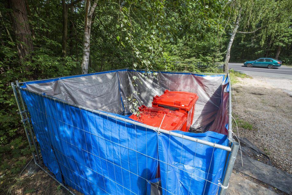 Kadaversammelstelle Niesky: Die Container stehen weit weg von der Wohnbebauung. Auch wenn sie im Sommer oft geleert werden, entsteht doch sehr schnell unerträglicher Gestank.