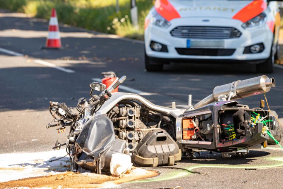 Autofahrer bemerkt Motorrad nicht! Biker schwer verletzt