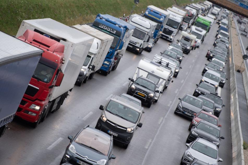 Der Verkehr staute sich auf zwölf Kilometern Länge. (Symbolbild)