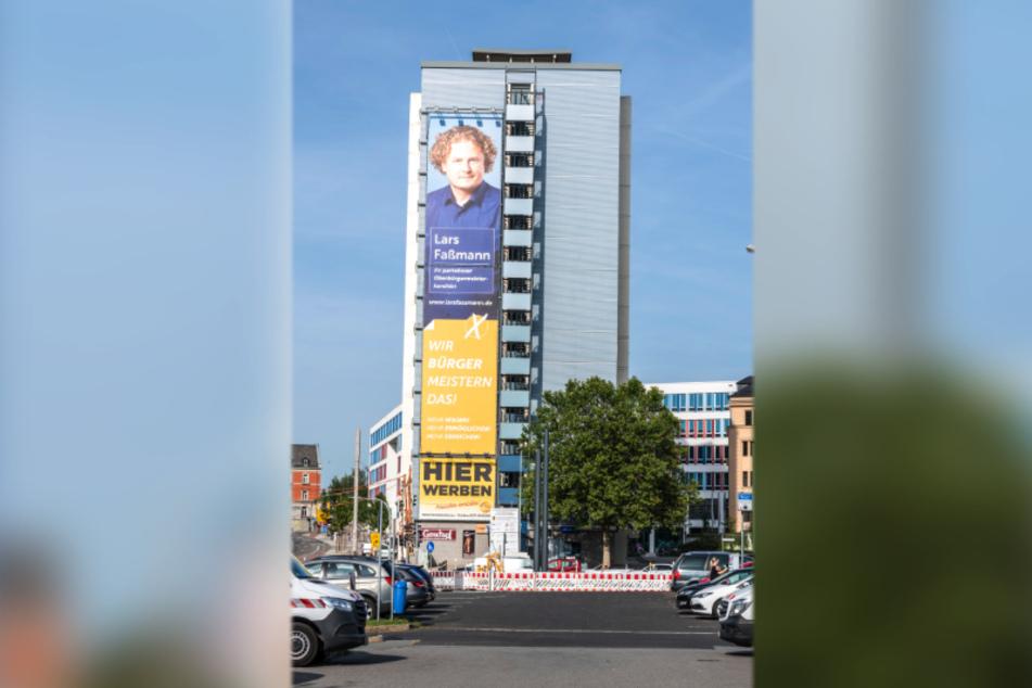 Lars Faßmann (43, parteilos) hat das größte Wahlplakat von Chemnitz.