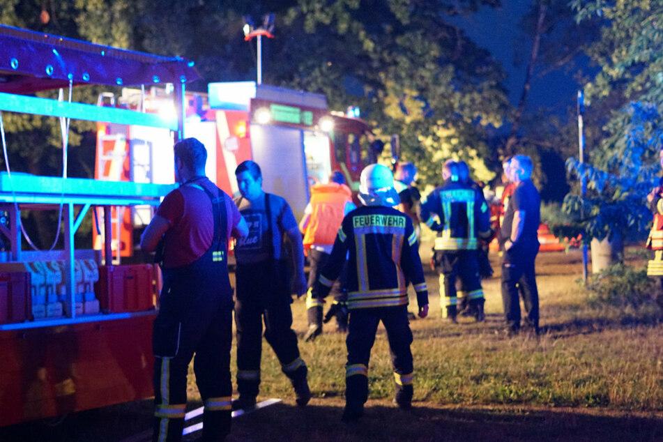 Rettungskräfte am Einsatzort im im Malschwitzer Ortsteil Wartha.