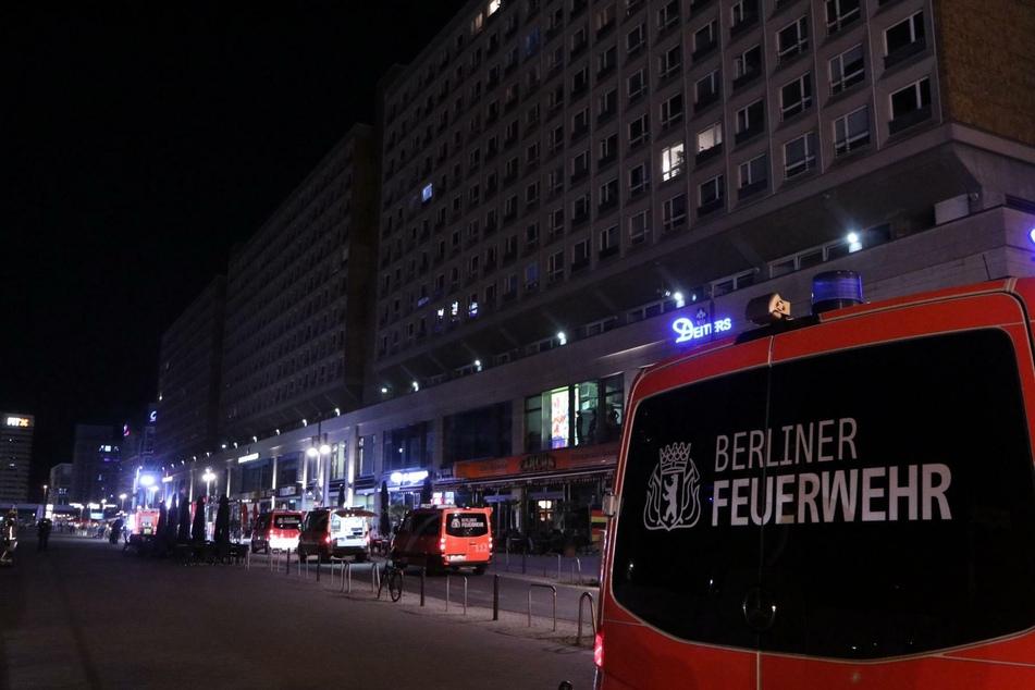 In Berlin-Mitte hat es in der Nacht zu Montag einen großen Feuerwehreinsatz gegeben.