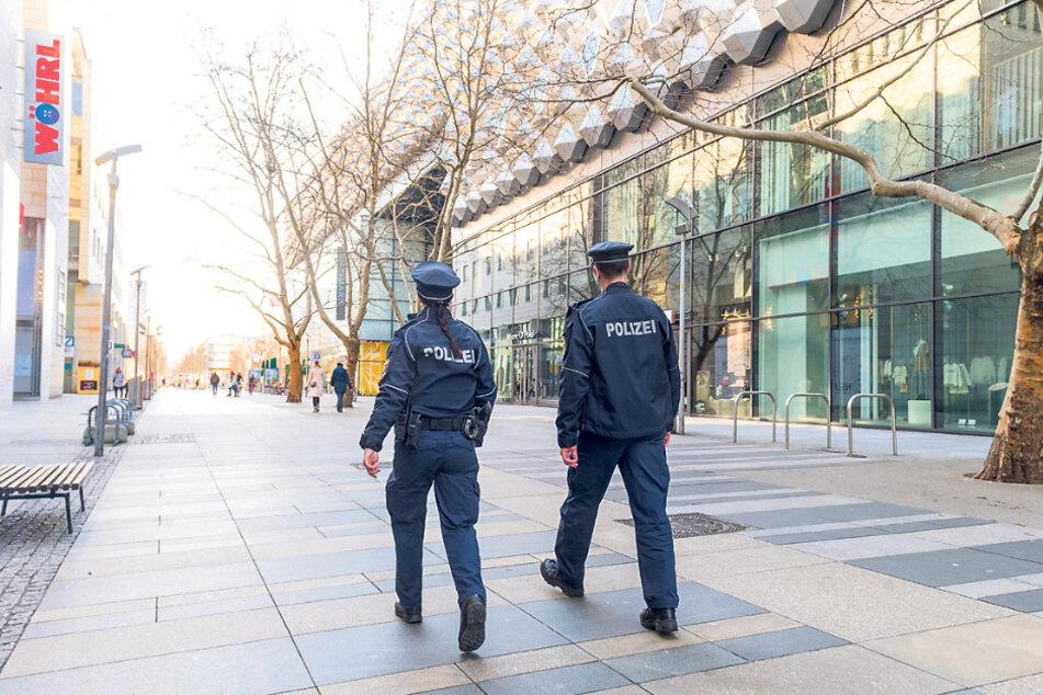 Corona-Streife in Dresden: Nur mit triftigem Grund darf die Wohnung verlassen werden.