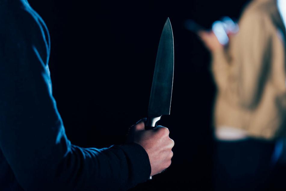Messer-Attacke in Bar: Mann niedergestochen und lebensgefährlich verletzt