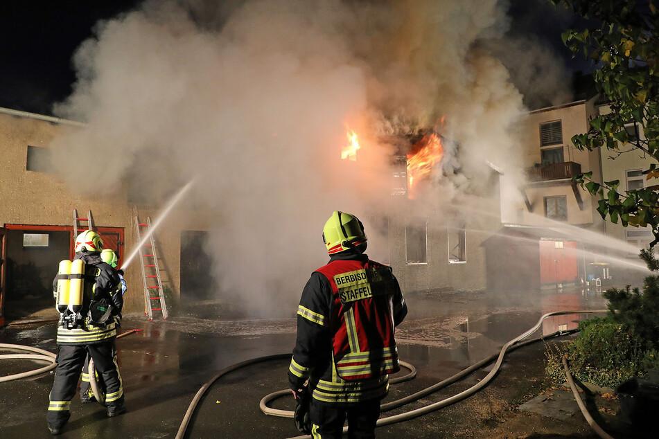 Die Feuerwehr löschte fast die ganze Nacht.