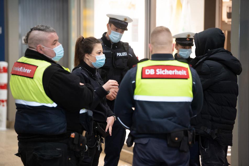 Köln: Maskenkontrolle am Kölner Hauptbahnhof: 183 Verstöße in wenigen Stunden!