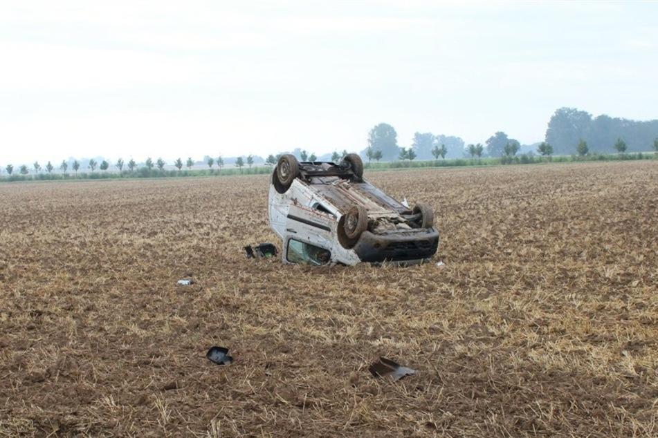 Bei einem Unfall in Düren hat sich ein Autofahrer (41) am Dienstagmorgen mehrfach überschlagen.
