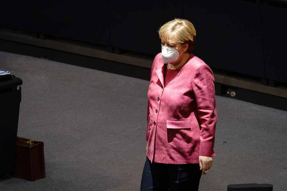 Auch Angela Merkel (66, CDU) nimmt an der aktuellen Bundestagssitzung teil.