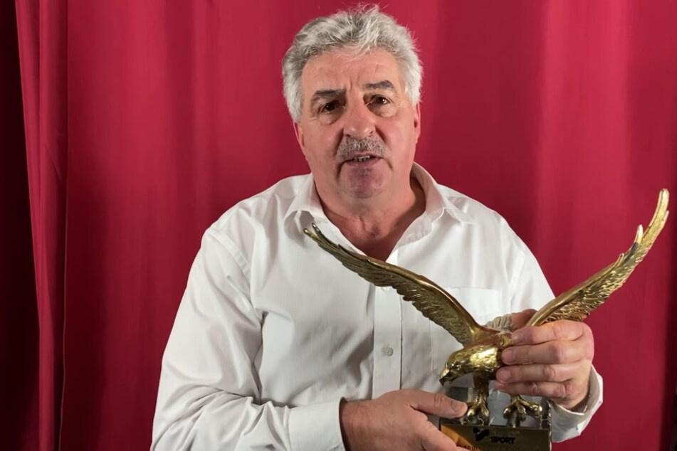 Für den guten Zweck versteigerte Manfred Deckert im Januar seinen Goldenen Adler.