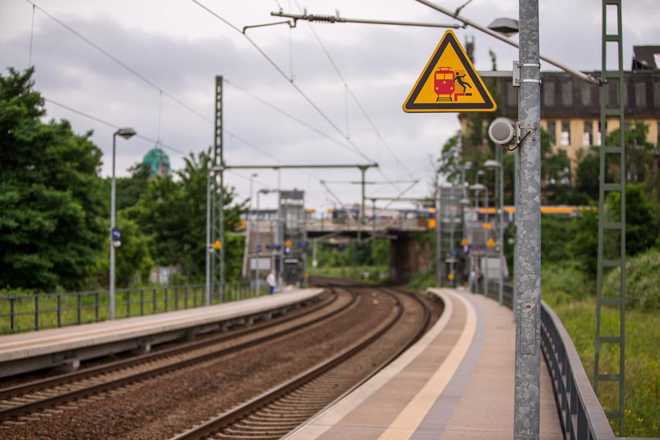 Am S-Bahn-Haltepunkt Leutzsch sahen entsetzte Bahnreisende, wie der Mann vom Lichtbogen getroffen wurde.
