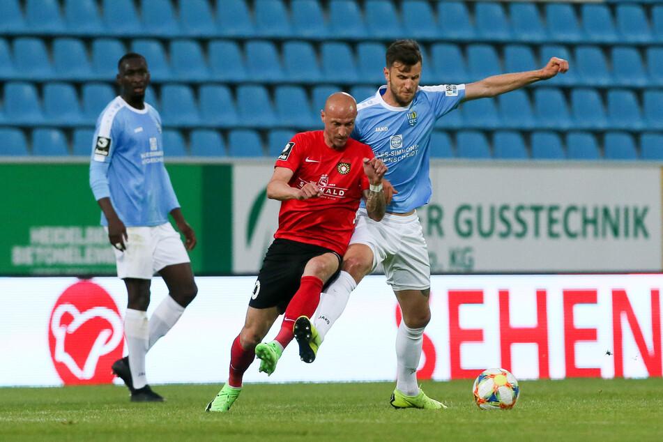 Dejan Bozic (r., gegen gegen den Großaspacher Matthias Morys) traf in der Regionalliga 21 Mal für den CFC, in der 3. Liga stehen für ihn aber erst vier Tore zu Buche. Platzt der Knoten ausgerechnet in der finalen Saisonphase?