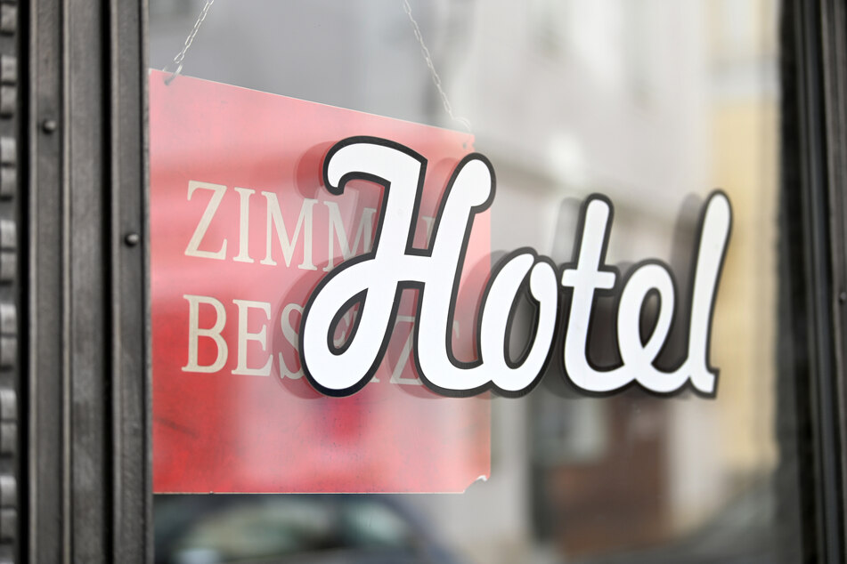 Im größten deutschen Bundesland ist derzeit in Hotels, Pensionen, Jugendherbergen bei der Anreise ein Negativtest erforderlich, der nicht älter als 48 Stunden sein darf.