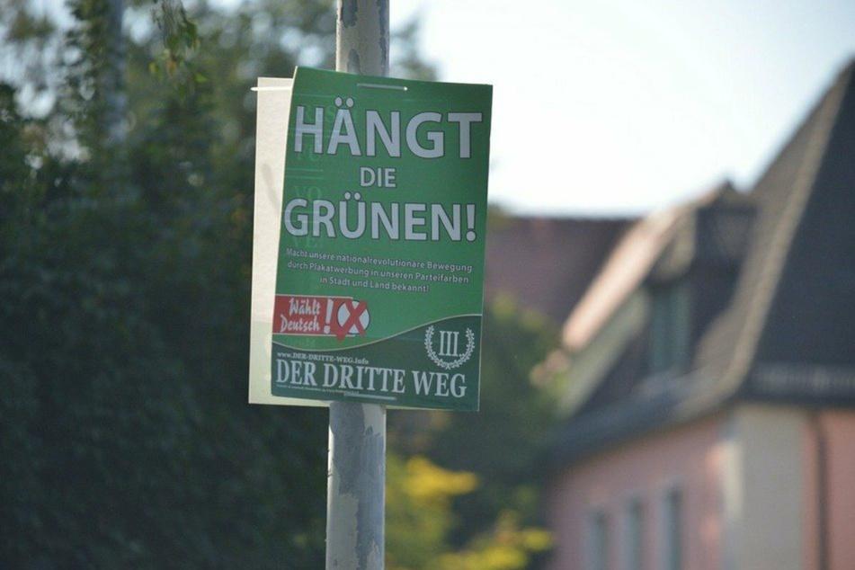"""Diese Wahlplakate mit der Aufschrift """"Hängt die Grünen"""" waren ebenfalls in Plauen zu sehen."""