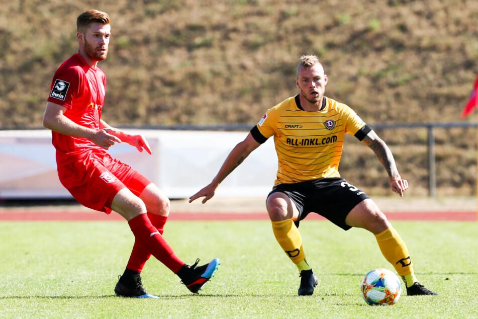Mathias Fetsch (32, l.), hier im Testspiel-Einsatz für den Halleschen FC gegen Dynamo Dresden um Brian Hamalainen am 4. September 2019, ist mittlerweile der Torjäger von Kickers Offenbach.