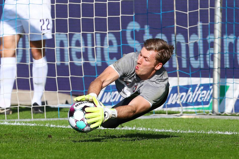 Philipp Klewin (27) überzeugte zwar in Karlsruhe, am Sonntag muss der Keeper aber wieder als Ersatzmann auf die Bank.