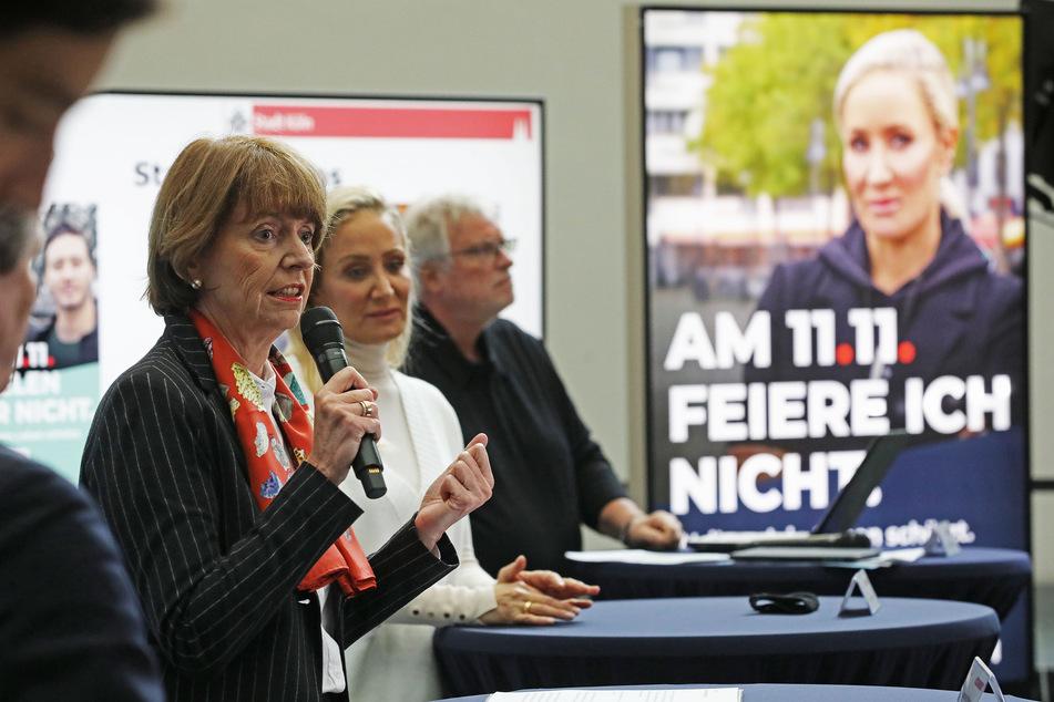 Mit einer Plakataktion will Köln in den nächsten Wochen für die strikte Linie werben. Auf den Plakaten sind Prominente wie Janine Kunze zu sehen.