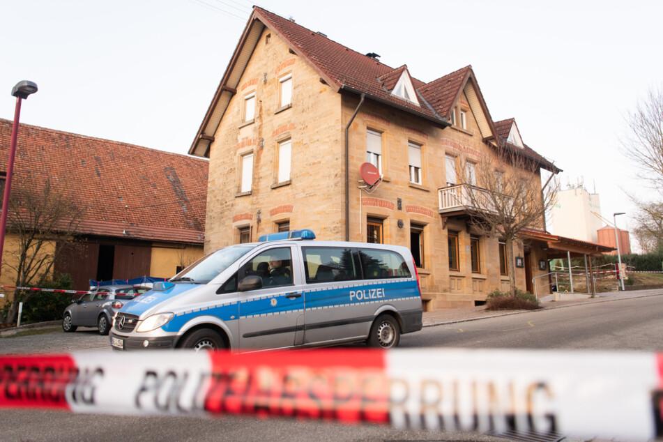 24. Januar: Die Polizei hat den Tatort in Rot am See abgesperrt.