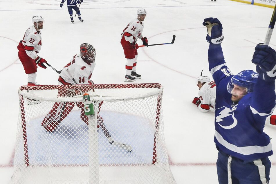 NHL Playoffs: The Lightning overpower the Canes in a high-scoring affair to take Game 4