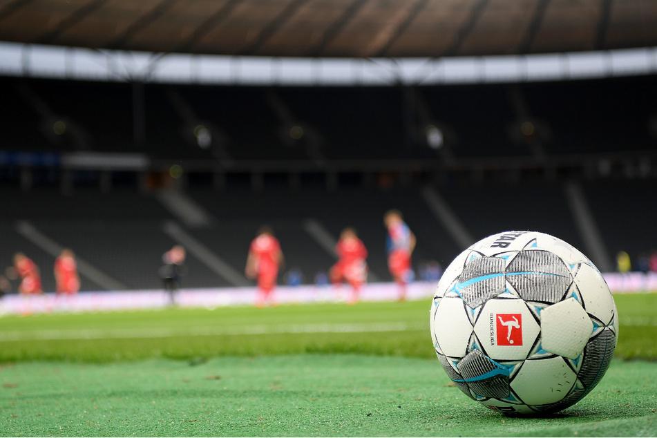 Coronavirus: Virus-Experten und Ärzte sehen Fan-Rückkehr in Fußballstadien problematisch