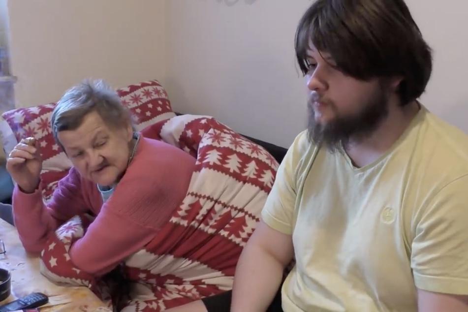Karin Ritter (65) im Gespräch mit YouTuber Gurkensohn.