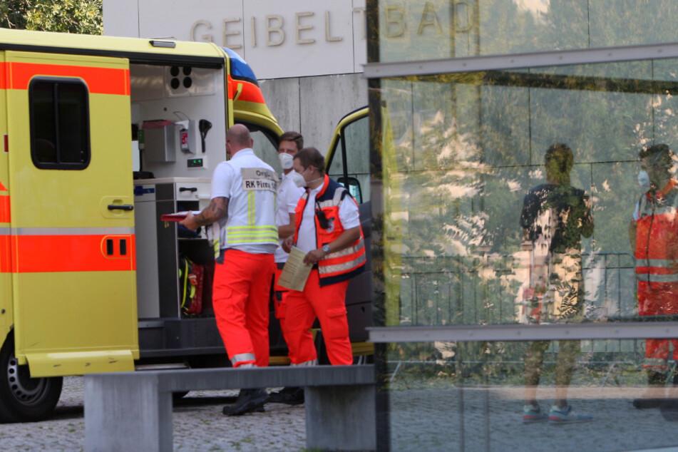 Polizei, Krankenwagen, Notarzt und Feuerwehr waren am Montagnachmittag in Pirna im Einsatz.