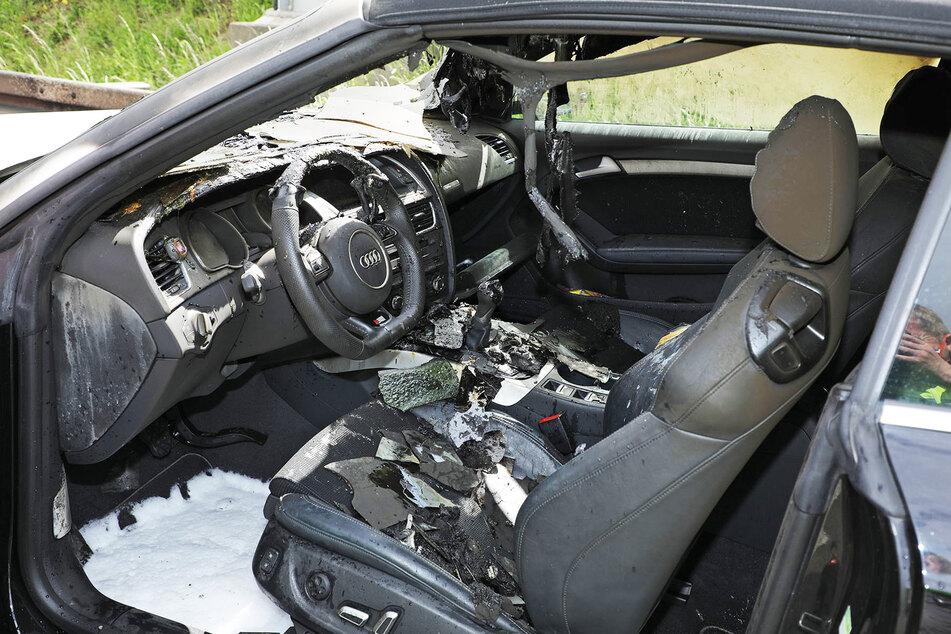 Am und im Fahrzeug entstand erheblicher Schaden.