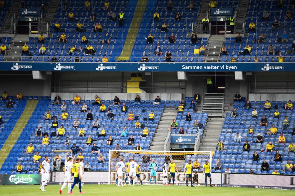 Endlich wieder Zuschauer bei einem Derby im Stadion!