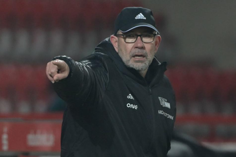 Union-Coach Urs Fischer (54) zeigt bereits die Richtung an: Er will mit seiner Mannschaft unbedingt in die dritte Runde des DFB-Pokals einziehen, warnt jedoch vor dem Gegner.